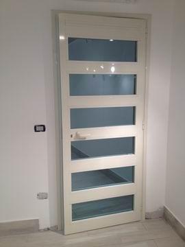 Porte in alluminio per interni ed esterni