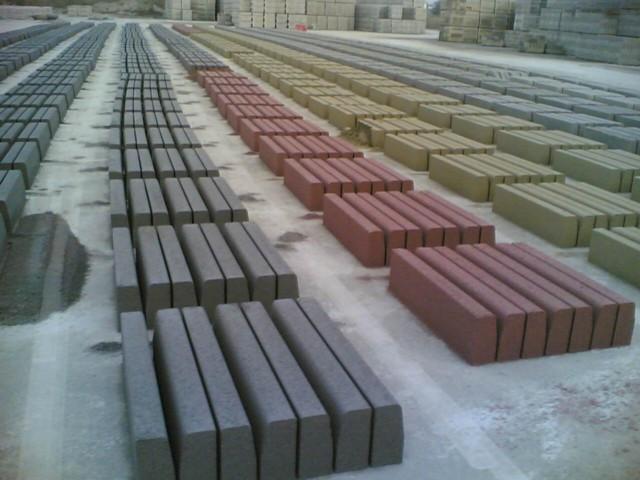 Casa immobiliare accessori cordoli in cemento prezzi for Cordoli per aiuole in tufo